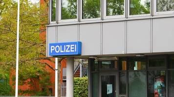 Norderstedt bei Hamburg: Säugling auf Gehweg entbunden und im Gebüsch abgelegt – Polizei nimmt Frau fest