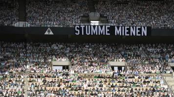 Kein ganz leeres Stadion: 12 993 Pappkameraden sehen 1:3