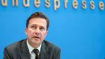 Corona-Pandemie: Bundesregierung beharrt auf Corona-Regeln