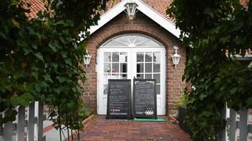 Ostfriesland: Gegen Corona-Auflagen verstoßen? 118 Menschen müssen wegen Restaurantbesuch in Quarantäne