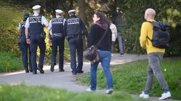 Stuttgart: Familie muss 1000 Euro Strafe zahlen, weil sie die Corona-Abstandsregeln nicht einhielt