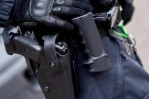 Kriminalität: Polizisten mit Reizgas besprüht und geschlagen