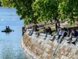 Verfassungsgericht setzt Bußgeld für Verstöße gegen Mindestabstand aus