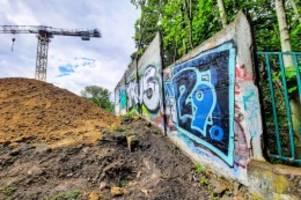 berliner mauer: beschädigte hinterlandmauer in pankow soll touristen locken
