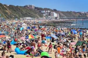 Pandemie: Trotz Corona-Regeln: Engländer stürmen ihre Badestrände