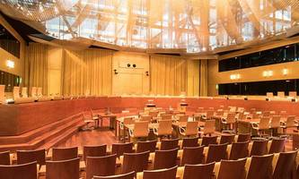 neuer gerichtshof: kritik an weber-vorschlag