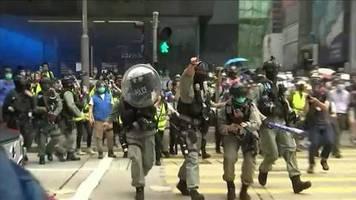 video: polizei in hongkong geht gegen demonstranten vor