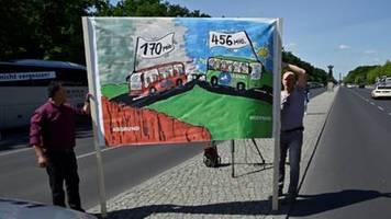 Bus-Unternehmer fordern mit Korso in Berlin Soforthilfen