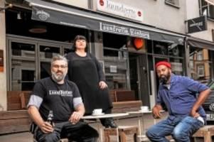 hamburg: bars und restaurants: tische auf parkplätzen aufstellen