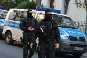 hamburg: polizei holt wegen corona abgesagte razzien nach