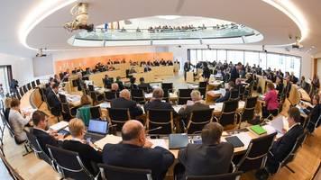 Opposition fordert mehr Transparenz bei Einschränkungen