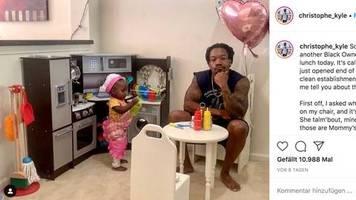 Vater mit Humor : Tochter lädt Vater in ihr Fantasie-Restaurant ein – er schreibt eine ehrliche Bewertung