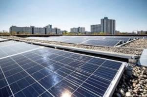 energiewende: schulen bekommen solaranlagen auf den dächern