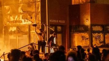 trump droht demonstranten in minneapolis mit einsatz von schusswaffen