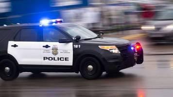 Unruhen in Minneapolis: Polizist sprüht im Vorbeifahren Pfefferspray auf friedliche Demonstranten