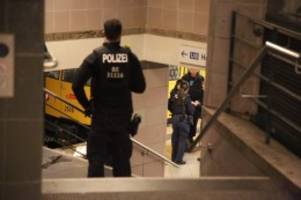 Berlin-Kreuzberg: Tödlicher Stoß vor U-Bahn: Mann muss ins Gefängnis