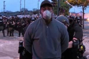 ausschreitungen: live im tv: us-polizisten nehmen schwarzen cnn-reporter fest
