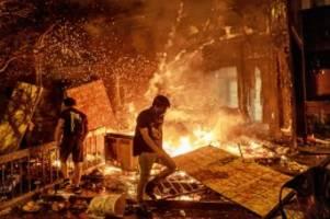 Polizeigewalt: Polizist tötet Schwarzen: Lage eskaliert in Minneapolis