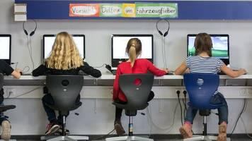 millionen für die digitale lehre: warum das förderprogramm für schul-computer zum kraftakt wird