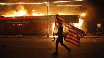 Nach tödlicher Polizeigewalt: Neue Krawalle und Proteste erschüttern Minneapolis
