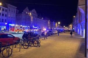 Vorfall in der Maxstraße: Polizist hat bei Einsatz vor Bar massive Bisswunde erlitten