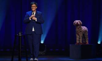stand-up-specials auf netflix & co: Über das Älterwerden kann man immer lachen