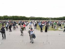 Coronavirus-Newsblog für Bayern: 1000 Menschen demonstrieren auf der Theresienwiese