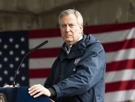 Sehr grob gegen Demonstranten: New Yorks Bürgermeister kritisiert Polizei