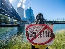 Wir bringen es zum Stillstand: Proteste überschatten Kohlekraftwerk-Start