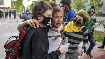 Schwarzer stirbt nach Polizeieinsatz: Hört auf uns zu töten – Proteste nach Tod von George Floyd springen auf weitere US-Metropolen über