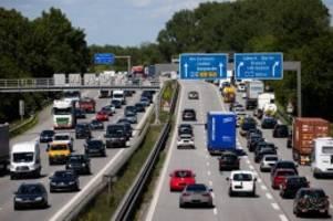 Tourismus: Start ins Pfingstwochenende: Viel Verkehr Richtung Küste