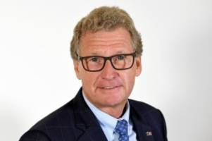 Aumühle: Minister Buchholz gibt Landesstraße 208 nach Sanierung frei