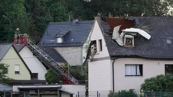 Flugzeug stürzt in Dach: Stromausfall im Westerwaldkreis