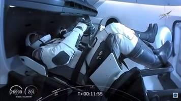 SpaceX-Raumkapsel mit zwei US-Astronauten an ISS angedockt