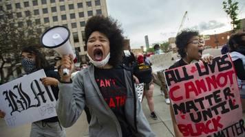 Nach Tod von George Floyd - Die USA in Aufruhr: Proteste und Gewalt in vielen Städten