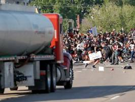 Eskalation in Minneapolis: Lkw rast bei Protest in Menschenmenge