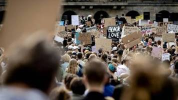Demonstrationen in Amsterdam und Dublin nach Tod von George Floyd