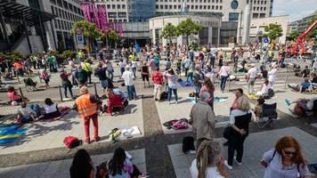Pfingstwochenende: Zulauf zu Demonstrationen gegen Corona-Beschränkungen sinkt