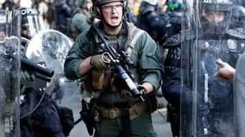 Mit allen verfügbaren Kräften: Trump droht mit Militäreinsatz zum Stopp von Protesten