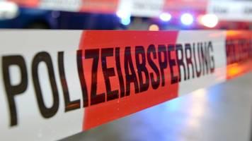 25-Jähriger durch Stich schwer verletzt: Ermittlungen