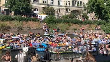 Hunderte Schlauchboote: Berliner Polizei schreitet ein