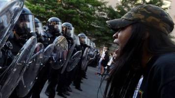 Reaktion auf Proteste: Donald Trump droht mit Einsatz des Militärs: Abertausende schwer bewaffnete Soldaten