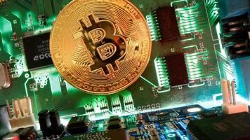 Kryptowährung: Bitcoin knackt die Marke von 10 000 US-Dollar