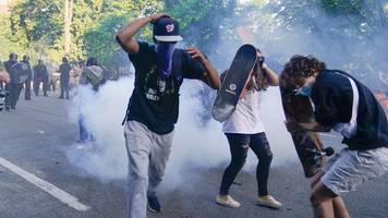 US-Proteste für George Floyd – Berichte: Polizei schießt mit Tränengas auf friedliche Demonstranten