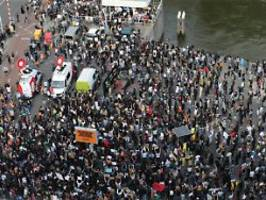 Corona-Regeln missachtet: Rotterdam löst Anti-Rassismus-Demo auf