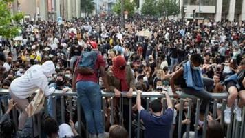 Vorläufige Festnahmen nach Protesten gegen Polizeigewalt in Frankreich