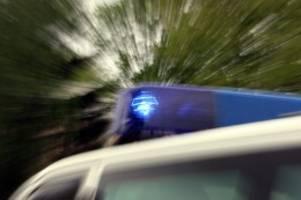 Niedersachsen: 79-jähriger Autofahrer kracht gegen Mauer und stirbt
