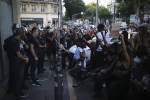 Paris: Hunderte Menschen demonstrieren gegen Rassismus und Polizeigewalt