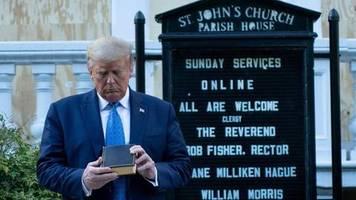 trotz bibel-foto: evangelikale auf distanz zu donald trump: das macht man nicht, mr. president!