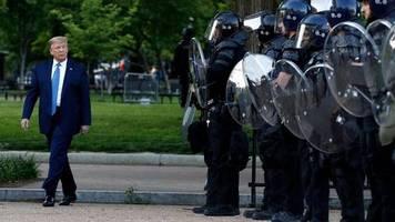 Unruhen in den USA: Bürgerrechtler verklagen Trump wegen Polizeieinsatzes gegen Demonstranten